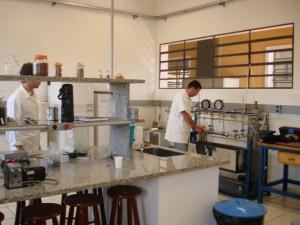 Lab. de Tecnologia de Alta Pressão e Produtos Naturais (LTAPPN/ZEA)
