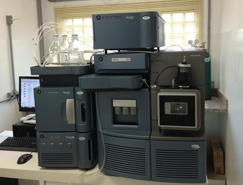 Cromatógrafo Líquido Acoplado a Espectrômetro de Massas (LC-MS/MS)