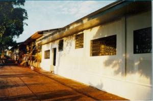 1997 – Construção das antigas instalações da Biblioteca,  onde hoje (2017) funciona a Secretaria do ZAB e  Seção Técnica de Informática: pintura externa. Foto: Acervo FZEA.
