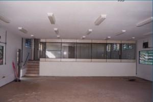 1997 – Construção das antigas instalações da Biblioteca,  onde hoje (2017) funciona a Secretaria do ZAB e  Seção Técnica de Informática: painéis divisórios e e ar condicionado. Foto: Acervo FZEA.