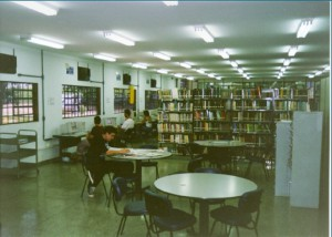 1999 - Sinalização de estantes e micros de pesquisa. Foto: Acervo FZEA.