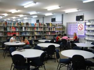 2006 - Área de estudos em grupo. Foto: Régis Gonçalves.