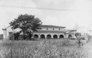 """Antigo Centro Agropecuário, década de 40/50 – atual Centro de Eventos do Campus """"Fernando Costa"""", USP de Pirassununga. Foto: Acervo Digital FZEA."""