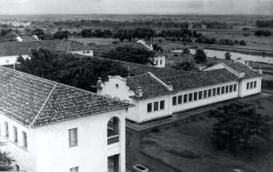 Vista aérea do Prédio Central, década de 40/50. O prédio que aparece trata-se de ala de alojamentos localizada no Prédio Central Foto: Acervo Digital FZEA.