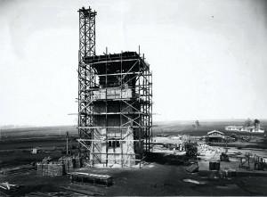 Construção da Caixa D´Água do Prédio Central, década de 40/50. Foto: Acervo Digital FZEA.