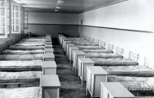 """Alojamentos do Prédio Central, década de 40/50 – atual Moradia Estudantil do Campus """"Fernando Costa"""", USP de Pirassununga. Foto: Acervo Digital FZEA."""