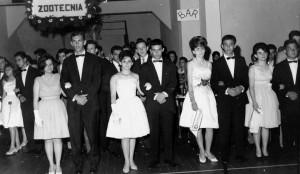 3ª Turma de Formandos do Departamento de Cursos Médios do Instituto de Zootecnia e Indústrias Pecuárias (IZIP), década de 60. Foto: Acervo Digital FZEA.