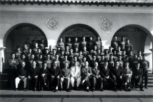 """Formandos de 1956, 9º Turma da Escola Prática de Agricultura """"Fernando Costa"""". Foto: Acervo Digital FZEA."""