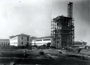 Construção da Caixa D´Água ao lado do Prédio Central, década de 40. Foto: Acervo Digital FZEA.