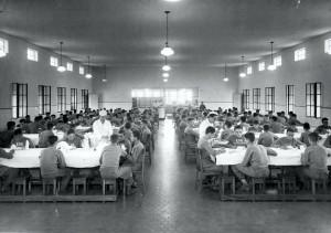 """Refeitório da Escola Prática de Agricultura, década de 40/50 – atual Refeitório do Campus """"Fernando Costa"""", USP de Pirassununga. Foto: Acervo Digital FZEA."""