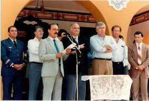 Diretor da FZEA/USP de 1992 a 1997, Prof. Dr. Lício Velloso, durante cerimônia de inauguração da FZEA/USP, em 06 de agosto de 1992. Ao seu lado, da esquerda para direita, o Prof. Dr. Roberto Leal Lobo e Silva Filho (Reitor da USP), Luiz Antonio Fleury Filho (Governador de São Paulo). Foto: Acervo: FZEA.
