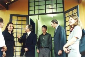 Abril/2001 - Inauguração das instalações do Laboratório Morfofisiologia  Molecular e Desenvolvimento (LMMD) do ZAB, hoje pertencente ao ZMV. Da esquerda para direita: Profa. Dra. Maria Angélica Miglino (FMVZ/USP), Prof. Dr. Jacques Marcovitch (Reitor da USP), Prof. Dr. Flávio V. Meirelles (Responsável pelo Laboratório), e Prof. Dr. Marcus A. Zanetti (Diretor FZEA). Foto: Rogério Lacaz Ruiz.