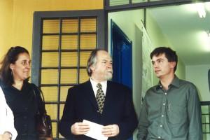 Abril/2001 - Inauguração das instalações do Laboratório Morfofisiologia  Molecular e Desenvolvimento (LMMD) do ZAB, hoje pertencente ao ZMV. Da esquerda para direita: Profa. Dra. Maria Angélica Miglino (FMVZ/USP), Prof. Dr. Jacques Marcovitch (Reitor da USP), e Prof. Dr. Flávio V. Meirelles (Responsável pelo Laboratório). Foto: Rogério Lacaz Ruiz.