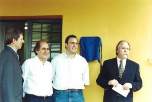 Abril/2001 - Inauguração das instalações do Laboratório de Fisiologia Animal (LAFA). Da esquerda para direita, Prof. Dr. Marcus Anotnio Zanetti 9Diretor FZEA), Sr. João do Sal (Prefeito Municipal de Pirassununga), Prof. Dr. João Alberto Negrão (Coordenador do projeto e Responsável pelo Laboratório), e o Prof. Dr. Jacques Marcovitch  (Reitorr da USP). Foto: Rogério Lacaz Ruiz.