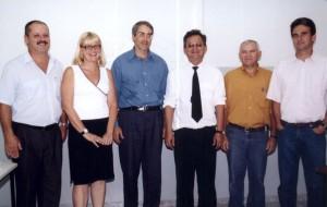 """19/12/2003 - 1ª Defesa de Doutorado do Programa de Pós-Graduação da FZEA, área de concentração Qualidade e Produtividade Animal. Título do Trabalho: """"Efeito da separação de larvas de Pacu (Piaractus mesopotamicus) por tamanho, na seleção e no crescimento"""". Da esquerda para direita: os membros da banca Paulo S. Ceccarelli, Rose Meire Vidotti; Prof. Dr. Francisco Javier Hernandez Blazquez (Orientador); Pós-graduando Sandoval dos Santos Júnior; José R. M. Cunha da Silva e Sr. José S. C. de Melo (membros da banca). Foto: Acervo FZEA."""