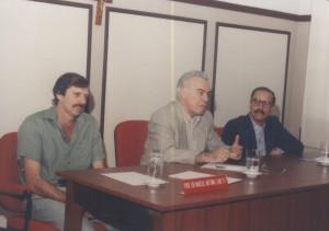 Reunião da Congregação da FZEA/USP que antecedeu a inauguração das instalações do Departamento de Ciências Básicas (ZAB). Participação do Magnífico Reitor da USP, Prof. Dr. Flávio Fava de Moraes, ladeado pelos professores doutores: Lício Velloso, Diretor da FZEA (à esquerda) e Marcus Antonio Zanetti, Vice-Diretor da FZEA (à direita) – 1º de julho de 1995. Foto: Acervo: FZEA.