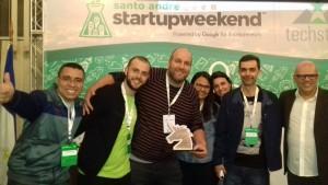 Trófeu Unicórnio - Startup Weekend Santo André<br /><em>Prof. Dr. Edson Roberto da Silva (6º à direita) e equipe de empreendedores</em>